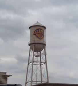 A icônica caixa d'água da Warner